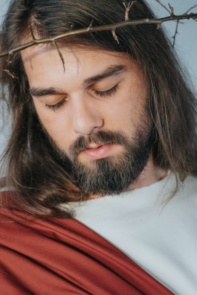 Jesus with a crown